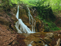 Водопад Гейзер и долина Каменных грибов
